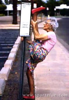 grannies swimming | Funny Photos | Theme | fitness | granny-stretch