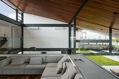 CR House in São Paulo by Obra Arquitetos Thermal Comfort, Large Frames, Concrete Tiles, Metal Structure, Modern House Plans, Interior Exterior, Contemporary Interior, Ground Floor, New Homes
