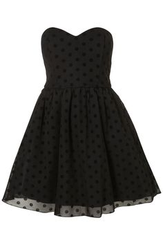 Love the shape and polka dots on this beautiful black party dress... Polka Dot Prom Dresses, Dot Dress, Bustier Noir, Sweetheart Prom Dress, Basic Outfits, Fashion Fabric, Dark Fashion, Pretty Outfits, Casual Dresses