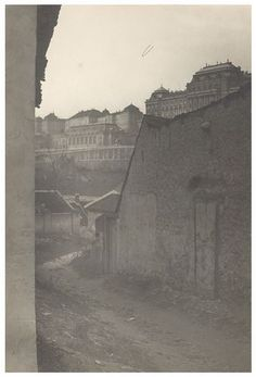 [Tabán, Iv utca, kilátással a Királyi Palota, a lo. Budapest, Hungary, Tao, Explore, History, Gallery, Historia, Roof Rack, Exploring