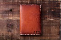 100% Cow Vegetable Tanning Leather Hand Crafted Passport Wallet It's a story about leather and time, Like a nostalgic poem, A retro movie, Or a…