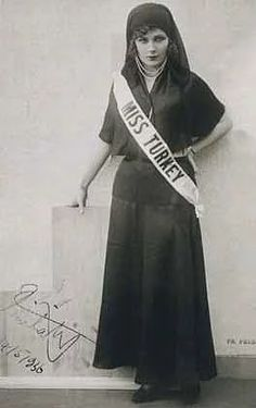 Feriha Tevfik Miss Turkey 1929 Rose Turkish Vintage Photographs, Vintage Photos, Turkey History, Yesterday And Today, Beauty Queens, Vintage Beauty, Historical Photos, Pageant, Old Photos