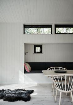Skogshuset vid stranden, Gotland – M.Arkitektur Haus Am See, Interior Styling, Interior Design, Rest House, Black And White Interior, Morris, Cottage Interiors, Scandinavian Interior, Interior Architecture