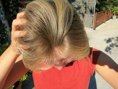 Stimmt! Ich hab nichts drauf :D Keine Creme, kein Parfüm, Deo, oder Haarschaum, keine Sonnencreme und, wie ihr ja wisst, keine Schminke. Auf diese Freiheit hast du auch Lust? Gehen wir der Reihe nach von oben nach unten. Es fängt also mit den Haaren an.  Es gibt eine Hand voll Beiträge im Netz zum Haare waschen ohne Shampoo. Ihr findet viele Alternativen. Roggenmehl, Natron und was