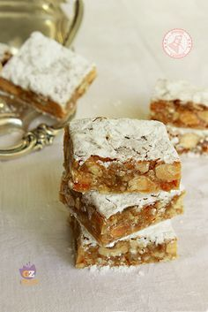 food to eat in italy Italian Desserts, Mini Desserts, Christmas Desserts, Christmas Baking, Italian Recipes, Delicious Desserts, Bakery Recipes, Cookie Recipes, Dessert Recipes
