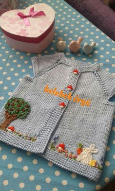 This Pin was discovered by tul Knitting Charts, Baby Knitting Patterns, Knitting Designs, Baby Patterns, Free Knitting, Knitting Projects, Crochet Projects, Knitted Baby Cardigan, Knit Baby Sweaters