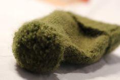 Gorro de lana. Color verde. Con pompón. Niño o niña. (12-18 meses) de PmpPetriMontes en Etsy