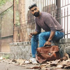 A leather satchel is a perfect way to give a sophisticated twist to a casual outfit! Check out our Personalised Yale Clip-Up in Vintage Brown :) Leather Satchel, Leather Backpack, Mahi Mahi, Leather Design, Happy Fathers Day, Bag Accessories, Messenger Bag, Casual Outfits, Handsome