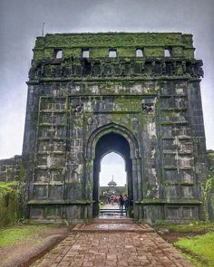 Raigad Fort, Places To Travel, Places To See, Shivaji Maharaj Hd Wallpaper, Banner Background Hd, Swami Samarth, Hd Wallpapers 1080p, Arch Architecture, Hindu Art