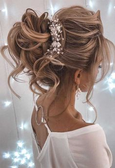 44 Messy updo hairstyles - The most romantic updo to get an elegant look When it comes to hair dos whether it is for a night out or special occasion especially wedding. An updo is an easy way. Long Hair Wedding Styles, Elegant Wedding Hair, Wedding Hair Down, Wedding Hair And Makeup, Long Hair Styles, Half Up Half Down Bridal Hair, Hair Pieces For Wedding, Messy Bridal Hair, Wedding Hairstyles For Long Hair