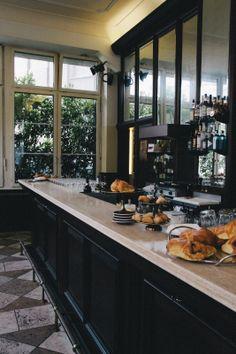 best coffee in Zurich Cafe Shop, Cafe Bar, Cafe Restaurant, Restaurant Design, Coffee Shops, Coffee Shop Counter, Dark Interiors, Shop Interiors, Room Interior Design