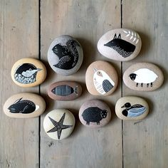 Animals & Birds Rock Painting Patterns, Rock Painting Ideas Easy, Rock Painting Designs, Stone Art Painting, Pebble Painting, Pebble Art, Stone Crafts, Rock Crafts, Price Artwork