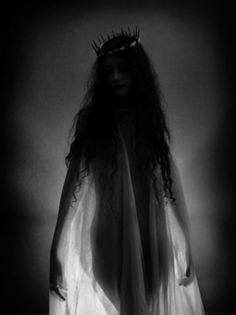 Lizzie reine des damnes by Isabelle Royet-Journoud. S)