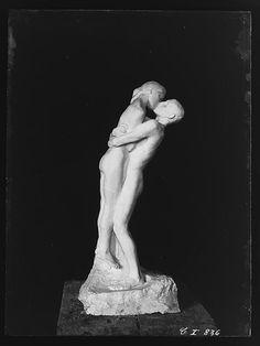 Gustav Vigeland 'The Kiss'