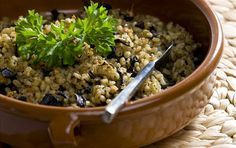 Roasted Barley and Herb Pilaf. Roasted barley and Herb Pilaf from an ancient Mesopotamian recipe Medieval Recipes, Ancient Recipes, Healthy Salad Recipes, Paleo Recipes, Dinner Recipes, Czech Recipes, Jewish Recipes, Kasha Recipe, Lamb Meatballs