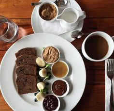 Homemade gluten-free bread, toasted and served with our sumptuous homemade spreads: raw chocolate spread, almond butter, chia jam & local raw whipped honey.  Served with sliced bananas and berries.
