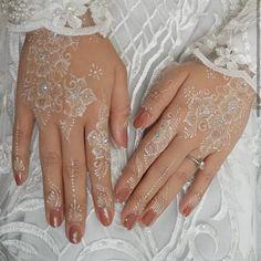Henna Tattoo Hand, Hand Mehndi, White Henna Tattoo, Red Henna, Henna Art, Wedding Henna Designs, Henna Tattoo Designs Simple, Finger Henna Designs, Beautiful Henna Designs