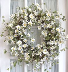 ۞ Welcoming Wreaths ۞ DIY home decor wreath ideas - daisies