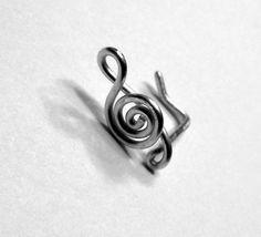 Treble Clef Nose Ring 20 gauge by melissawoods on Etsy Cute Piercings, Body Piercings, Piercing Tattoo, Cute Nose Rings, Heart Nose Rings, Nose Jewelry, Funky Jewelry, Jewelry Accessories, Jewelry Rings