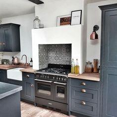 Farmhouse Style Kitchen, Home Decor Kitchen, Interior Design Kitchen, Diy Kitchen, Home Kitchens, Dark Kitchens, Grey Kitchen Designs, Kitchen Lighting Design, Shaker Kitchen
