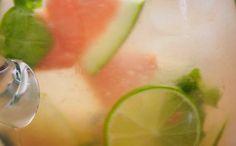 Veja como fazer água aromatizada com melancia e limão