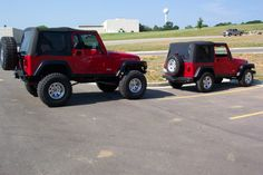 """stock jeep vs 5.5"""" lift with 35s"""