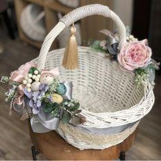 Baby Breath Flower Crown, Wedding Gift Baskets, Spa Basket, Wedding Stage Design, Wedding Decorations, Christmas Decorations, Easter Tree, Flower Girl Basket, Basket Decoration