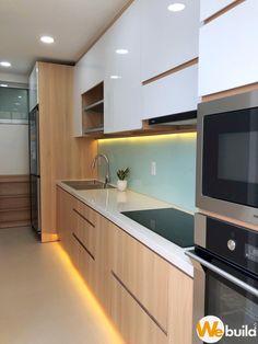 Luz LED en zoclo y orilla interior Kitchen Room Design, Kitchen Cabinet Design, Modern Kitchen Design, Kitchen Layout, Interior Design Kitchen, Interior Livingroom, Modern Kitchen Interiors, Modern Kitchen Cabinets, Copper Kitchen Decor