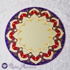 Mandala Violeta em Espelho Feita à mão com tinta relevo e verniz vitral Em espelho com 4mm de espessura Com diâmetro aproximado de 40cm