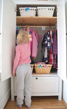 praktische kleiderschranke im kinderzimmer nach montessori kleiner kleiderschrankkleiderschrank ideenkinderzimmer