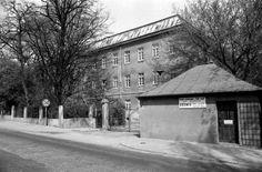 koszary górne - obecnie jest to gmach PWSZ w Tarnowie   dawna Dzierzynskiego teraz Moscickiego(?)...  I ♥ TARNOW