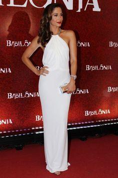 O vestido branco é Gucci