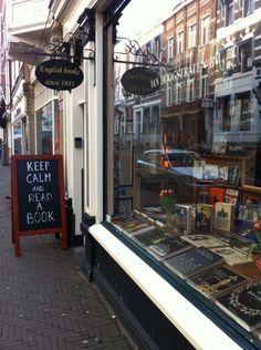 Fijne boekenplekken worden steeds schaarser. Tijd om ze vast te leggen, in woord en beeld. Boekenplek in beeld: boekhandel Van Hoogstraten in Den Haag