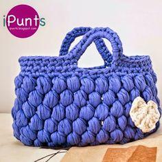 Patrones Trapillo es la mayor colección de patrones para tejer crochet con trapillo. Patrones gratis en español todos los días: bolsos, cestas, cojines, alfombras, puffs, decoración para el hogar, complementos, prendas de ropa, calzado,... para tejer a crochet.