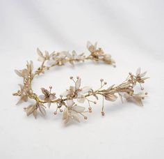 Oro novia pelo vid de flores y perlas boda bosque rústico