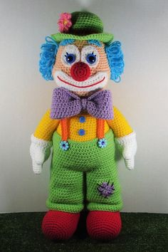 Dewey The Clown is a fun colourful fellow. Finished doll is about inches tall if using worsted weight yarn. Dewey The Clown is a fun colourful fellow. Finished doll is about inches tall if using worsted weight yarn. Knitted Doll Patterns, Knitted Dolls, Amigurumi Patterns, Crochet Dolls, Knitting Patterns, Crochet Patterns, Es Der Clown, Crochet Amigurumi, How To Start Knitting