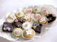 Výsledok vyhľadávania obrázkov pre dopyt svatební cukroví zdobení Sweet Bar, Plated Desserts, Mini Cupcakes, Tea Party, Our Wedding, Pasta, Cookies, Christmas, Food