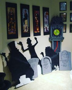 Welcome foolish mortals to the haunted apartment. Disney Halloween Parties, Disney Halloween Decorations, Holidays Halloween, Spooky Halloween, Halloween Party, Halloween 2019, Haunted Mansion Decor, Haunted Mansion Halloween, Disney Diy