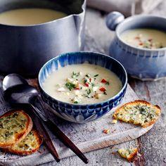 Het frisse van de appel gaat in deze soep erg goed samen met de smaak van de knolselderij. De tijm geeft de soep een kruidig tintje.