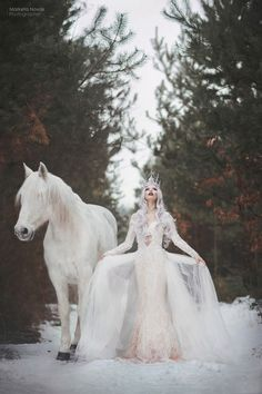 Snow Queen Dress, Snow Queen Costume, Snow Dress, Horse Girl Photography, Fantasy Photography, Happy Photography, Queen Aesthetic, Princess Aesthetic, Ice Dresses