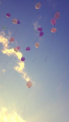 balloon release in memory of Edyn on November her should have been due date Baby Esther, Balloon Release, Baby Due Date, Dream Wedding, Wedding Day, Beautiful Soul, Artsy Fartsy, Serenity, Balloons