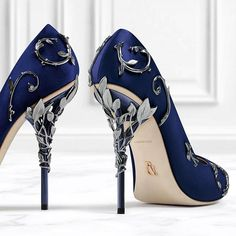 Now available on the 5th floor in Harrods' 'Shoe Heaven', the Ralph & Russo 'Eden' pump. @harrods #ralphandrusso