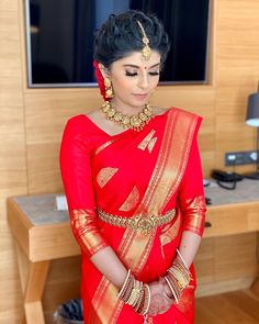 Make up @mahabeautycare #swissmakeup #swissmuah #tamilweddingswiss #swisstamil #tamilwedding #hinduwedding #tamilbride #hindubride #southasianbride #makeup #hairstyle #bridal #bridalmakeup #traditional #marriage #wedding #southasianwedding #bridaljewellery #asianbridal #sareedraping #bridalsaree #saree #weddingsaree #kooraisaree #redsaree