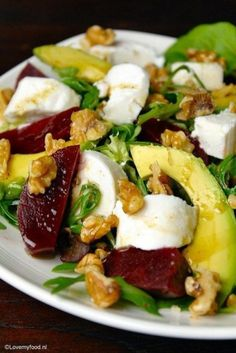 Salad with beets, goat cheese and honey-balsamic dressing – Lovemyfood.nl Salad with beets, goat cheese and honey-balsamic dressing – Lovemyfood. Veggie Recipes, Salad Recipes, Cooking Recipes, Healthy Recipes, Easy Recipes, Dinner Recipes, Beef Recipes, I Love Food, Good Food
