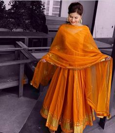 Dress Indian Style, Indian Fashion Dresses, Indian Designer Outfits, Pakistani Dresses, Indian Outfits, Designer Dresses, Dress Fashion, Designer Anarkali Dresses, Shadi Dresses