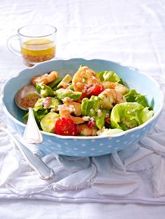 Die Kombination aus Garnelen und Avocado macht diesen leckeren Salat zum Sattessen besonders gut.