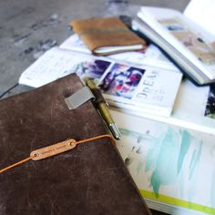 Description Kraft File is like an extra hand you always wished you had forTraveler's Notebook... One Kraft File comes with two specious pockets (front and back) in durable kraft material. It is much s