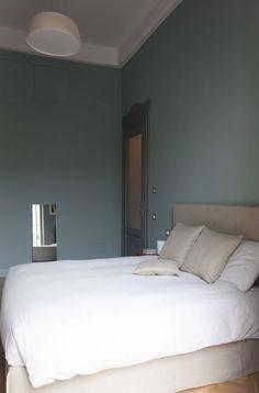 Casa Fenoglio : Camera da letto moderna di hom Architetti