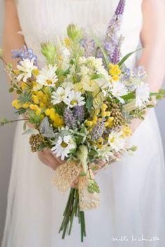 ガーデンデージー×ミモザ×ラベンダー ナチュラル クラッチブーケ Sunflower Bouquets, Floral Bouquets, Wedding List, Fall Wedding, Bridesmaid Bouquet, Wedding Bouquets, Purple Flowers, Wild Flowers, Floral Wedding