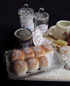 1:12 scale 4 rempli croissants Maison De Poupées Cuisine BREAD FOOD SNACK Accessoire